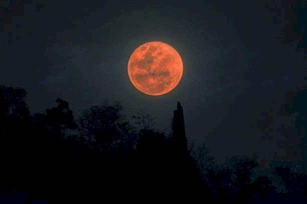 नई दिल्ली: वर्ष 2020 का लास्ट चंद्र ग्रहण 30 नवंबर कार्तिक पूर्णिमा को
